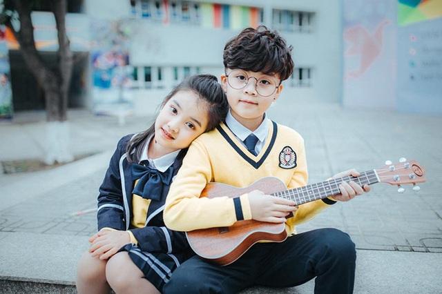 """Nhiếp ảnh gia Nguyễn Đức Sơn, người thực hiện bộ ảnh này chia sẻ: """"Cả mình và phụ huynh các bé cùng lên ý tưởng cho bộ ảnh này. Các con thực sự có những khoảnh khắc đẹp và tin rằng đây sẽ là kỷ niệm đáng nhớ với các con""""."""