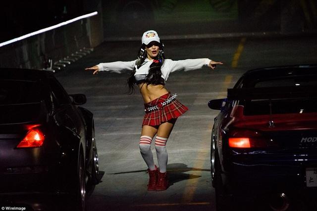 """Những hoạt cảnh trên sân khấu gợi nhắc tới các cảnh phim trong """"Fast & Furious""""."""