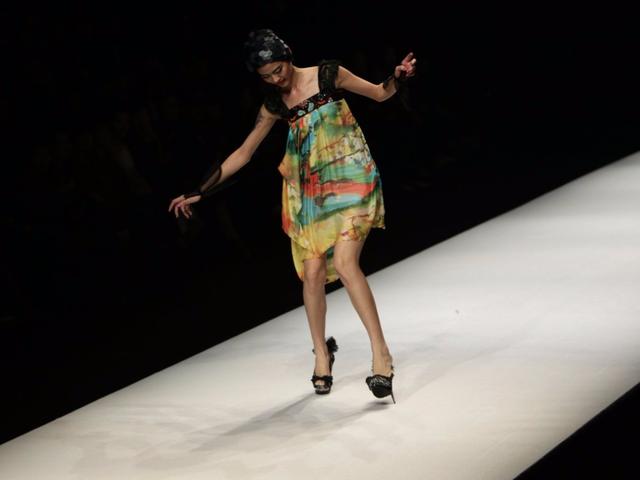 Tại show trình diễn thời trang ở Bắc Kinh 2011.