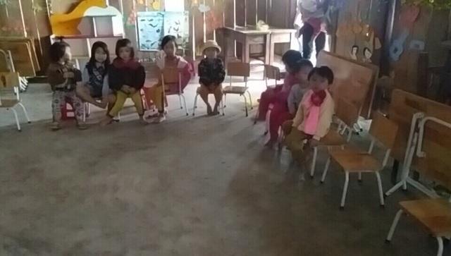 Các cháu nhỏ phải học tập trong điều kiện thiếu thốn