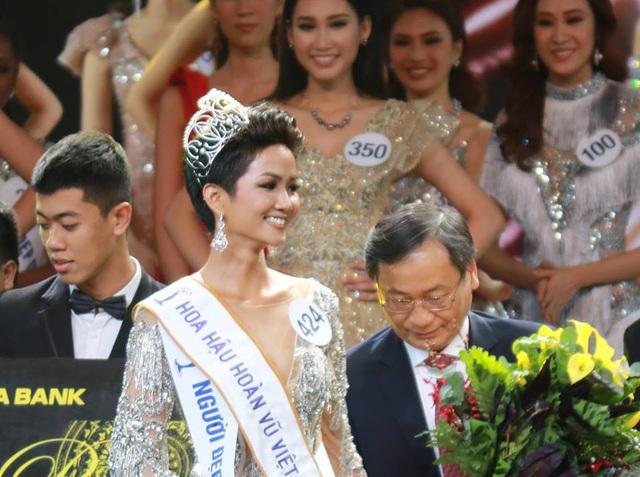 H'Hen Nie đăng quang Hoa hậu Hoàn vũ Việt Nam 2017 - 2