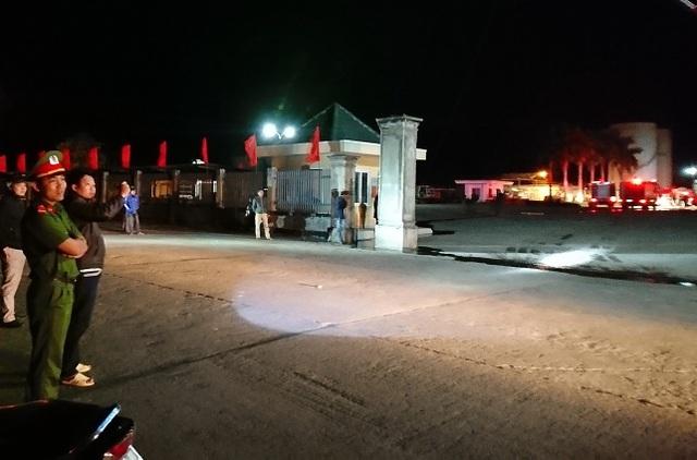 Lực lượng công an làm nhiệm vụ bảo vệ hiện trường đám cháy