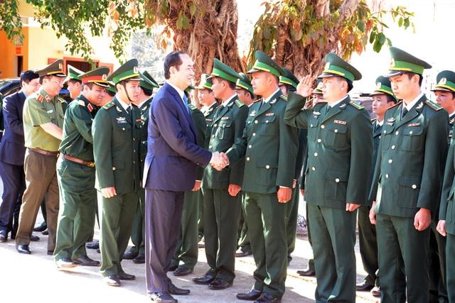 Chủ tịch nước thăm, chúc Tết cán bộ chiến sĩ Đồn Biên phòng Cửa khẩu Quốc tế Lệ Thanh