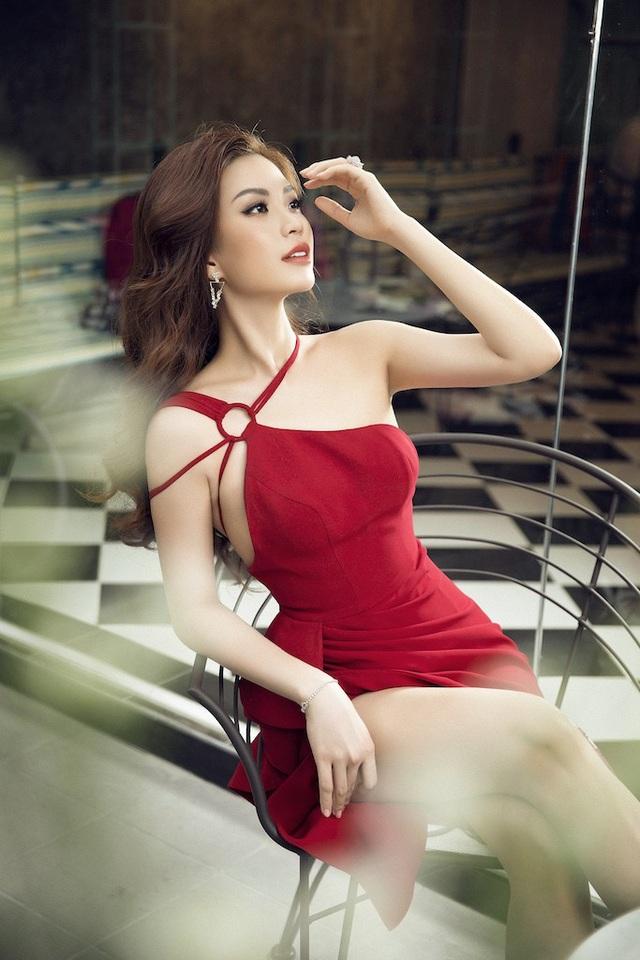 Lột xác với phong cách quyến rũ nhưng không kém phần sang trọng, Diễm Trang đã khiến cho khán giả không khỏi bất ngờ.