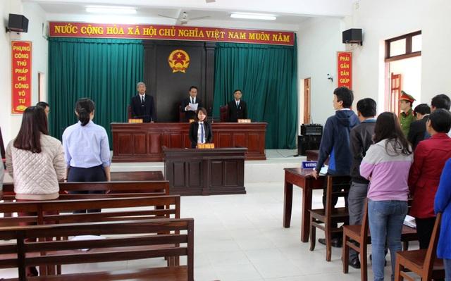 Tòa tuyên hoãn phiên tòa vì thiếu bị đơn