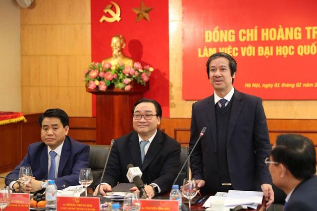 Giám đốc ĐH Quốc gia Hà Nội Nguyễn Kim Sơn báo cáo tình hình hoạt động của ĐH QGHN