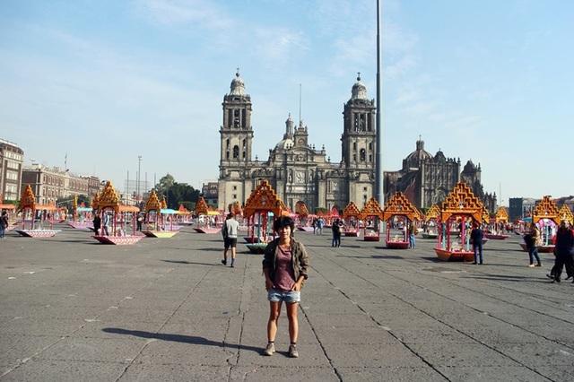 Linh làm tình nguyện trong các khách sạn tại Mexico để được ăn ở miễn phí trong thời gian ôn luyện ứng tuyển vào ĐH Duke.