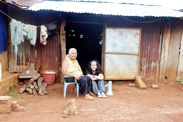 Cô gái 9X trong chuyến đi tình nguyện hỗ trợ đồng bào dân tộc thiểu số ở Bù Đăng, Bình Phước.