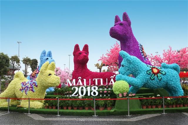 Khai trương cuối tuần qua, Sun World Halong Complex từ sáng sớm tới tối khuya lúc nào cũng nườm nượp các nam thanh nữ tú xúng xính váy áo tới tham quan lễ hội hoa lớn nhất từ trước đến nay của Quảng Ninh.