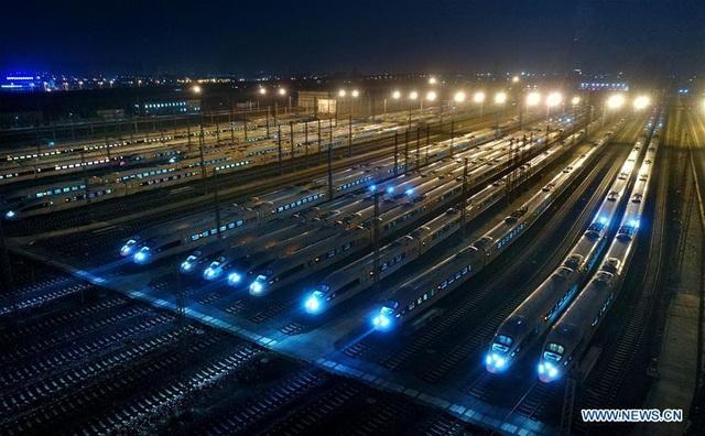 Để giảm bớt áp lực cho đường bộ, Trung Quốc đã mở rộng hệ thống tàu cao tốc, và tăng chuyến vào mỗi đợt cao điểm.