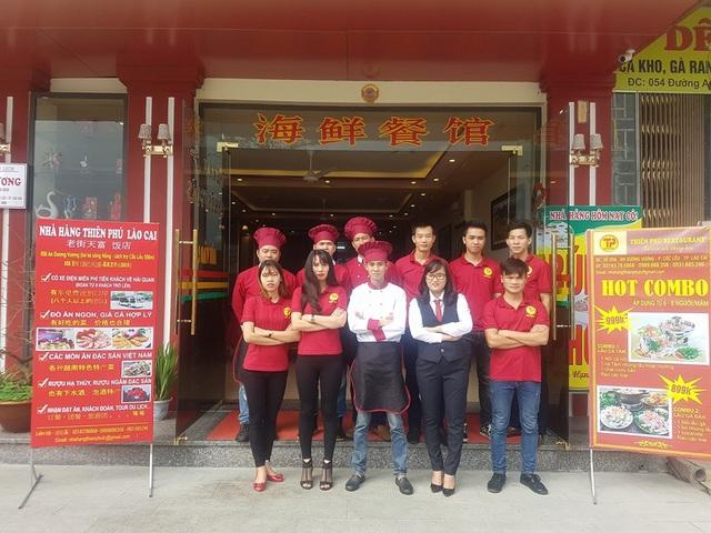 Nhân viên nhà hàng Thiên Phú luôn hết lòng phục vụ quý khách.