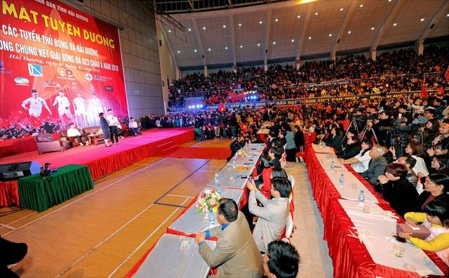 Hàng nghìn người hâm mộ giao lưu cùng tuyển thủ U23 quê Hải Dương - 3