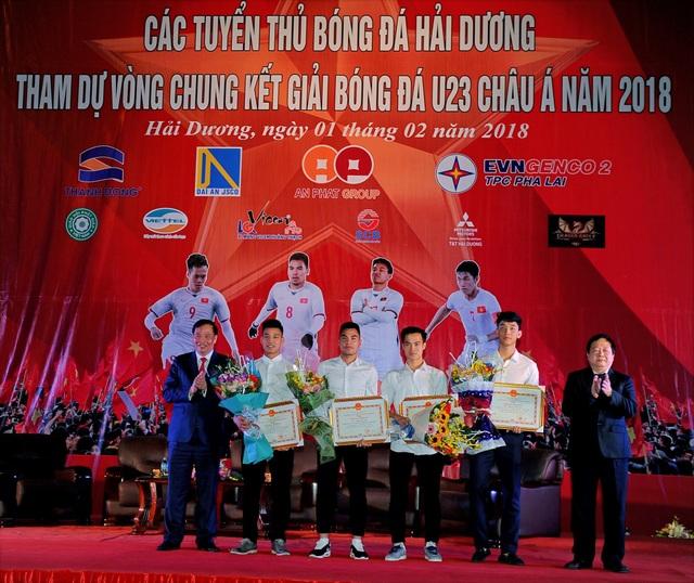 Hàng nghìn người hâm mộ giao lưu cùng tuyển thủ U23 quê Hải Dương - 2