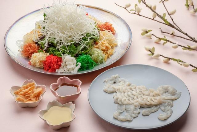 """Món """"yusheng"""" này được phục vụ tại một nhà hàng của Singapore với giá 198 SGD, gần 3,5 triệu đồng."""