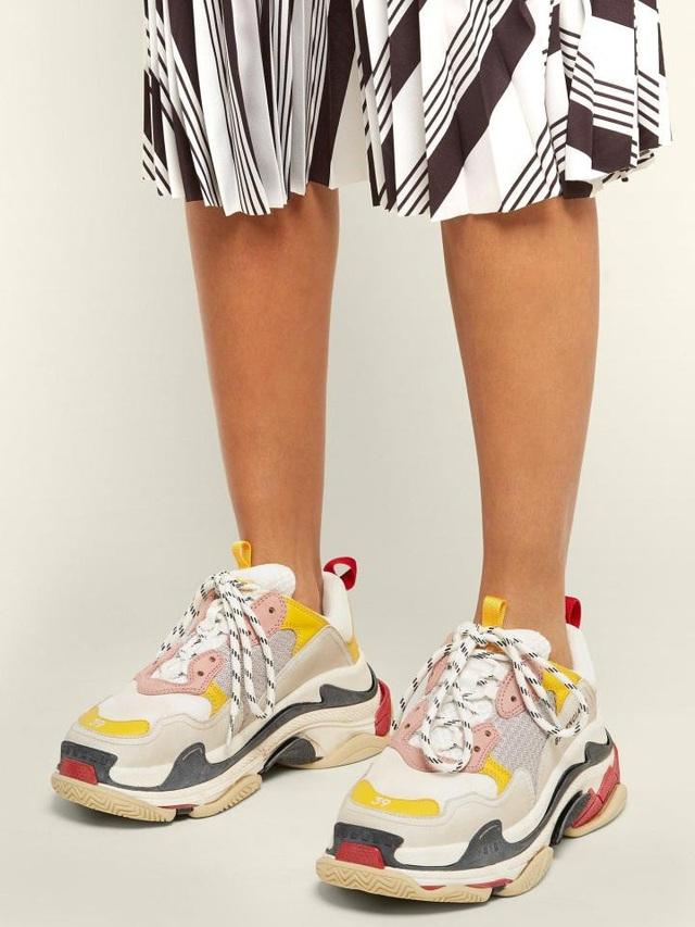 """Đôi giày """"daddy cool"""" này là của một thương hiệu thời trang danh tiếng đến từ Tây Ban Nha."""