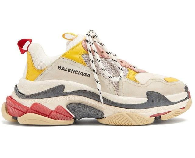 Cận cảnh đôi giày thể thao hàng hiệu lấy cảm hứng từ thập niên 1990 có giá tương đương gần 19 triệu đồng.