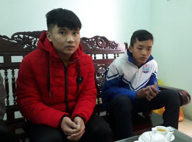 Hai bạn trẻ dũng cảm khác là em Lê Ngọc Vương và em Lê Bá Khánh cũng tham gia cứu người