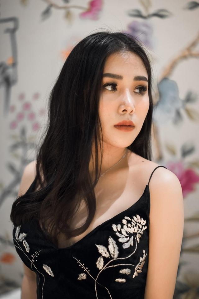 Sinh năm 1995, Phương có sở trường bơi lội, cầu lông, nhảy dance sport.