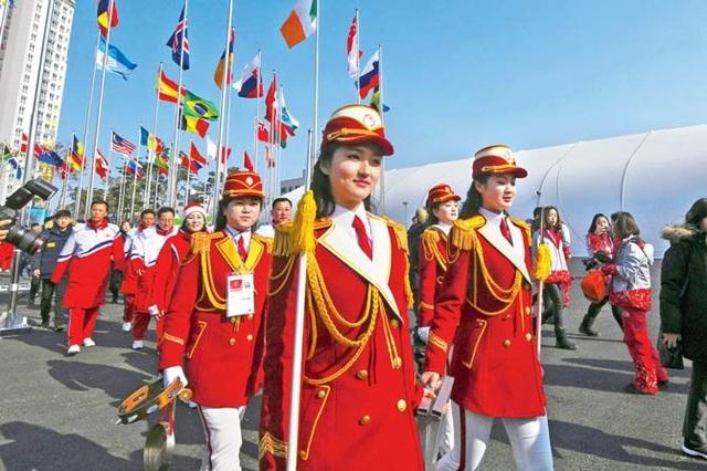 Đội cổ vũ Triều Tiên tham gia sự kiện chào mừng Thế vận hội ở Gangneung, Hàn Quốc ngày 8/2 (Ảnh: AFP)