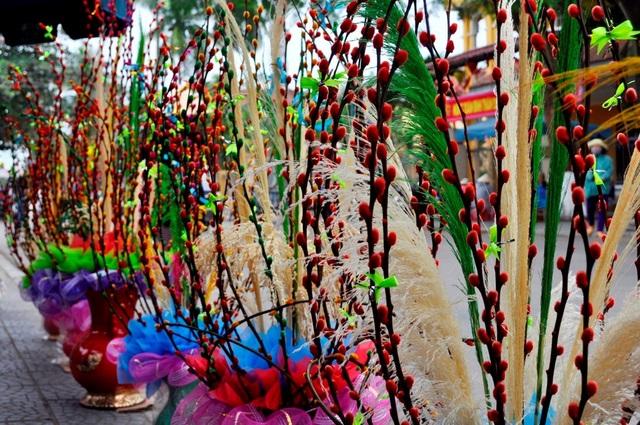 Hội hoa xuân được tổ chức định kỳ hằng năm càng thêm tô thắm sắc xuân nơi phố cổ