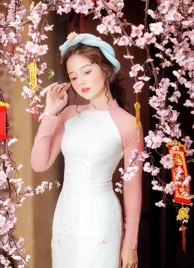 Lê Lý Lan Hương (thường gọi là Hương Lê) là một diễn viên trẻ sinh năm 1994. Năm nay, Hương tròn 24 tuổi. Cô đang sẵn sàng cho những thử thách mới trong lĩnh vực làm phim.