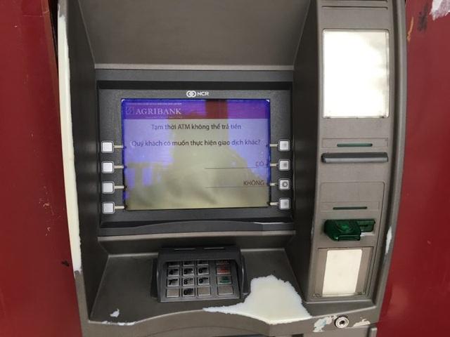 Những dòng chữ hiện lên trên màn hình cây ATM như trêu ngươi người rút tiền.