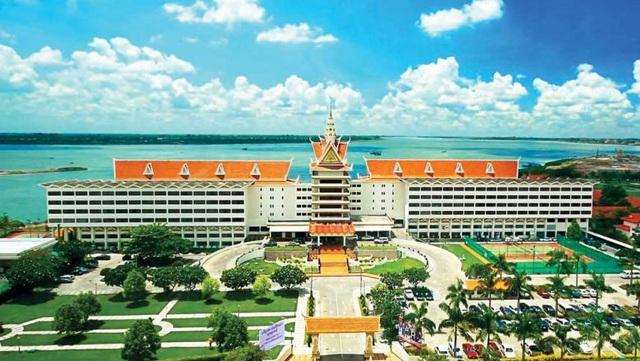 Khách sạn Cambodiana, nơi một người phát ngôn của Bộ quản lý Đất đai cho hay Tập đoàn Royal đang lên kế hoạch xây dựng một tòa nhà cao 600m tại đây. (Nguồn: The Phnom Penh Post)