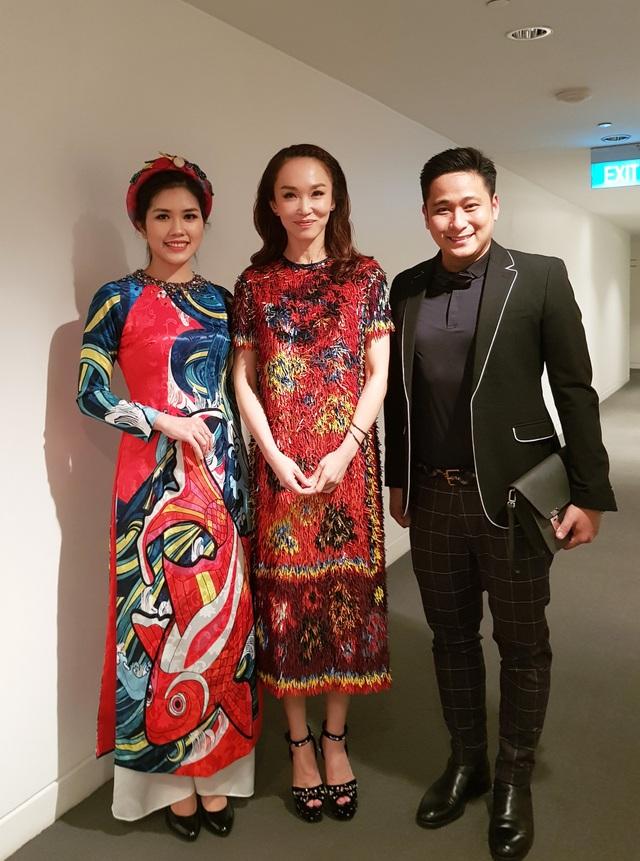 ... và nữ diễn viên Singapore Phạm Văn Phương.