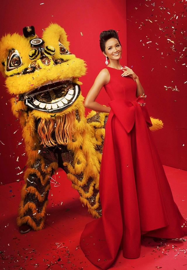 Hoa hậu Hhen Niê gửi lời chúc: Hen xin chân thành gửi lời tri ân sâu sắc nhất đến tất cả mọi người, cảm ơn tất cả tình cảm, sự ủng hộ của các bạn đã dành cho Hen. Chúc mọi người năm mới, Xuân Mậu Tuất thật nhiều niềm vui, hạnh phúc, thành công và nhiều may mắn!