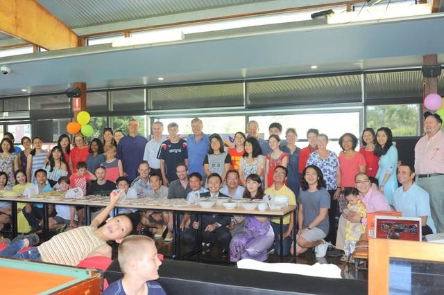"""Nhân dịp Tết cổ truyền, Hội người Việt Nam tại thành phố Sunshine Coast, bang Queensland đã tổ chức hoạt động mang tên """"Tết Việt Nam 2018"""". Ngoài cộng đồng người Việt Nam đang học tập, làm việc và sinh sống tại Australia tới tham dự, chương trình còn đón chào các giáo sư, cán bộ trường đại học Sunshine Coast và đại học Queensland, các doanh nghiệp tại địa bàn cùng những người nước ngoài yêu thích văn hóa Việt Nam."""