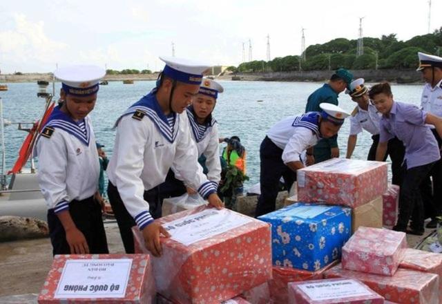 Tình cảm quân và dân đất liền đến với đảo Song Tử Tây