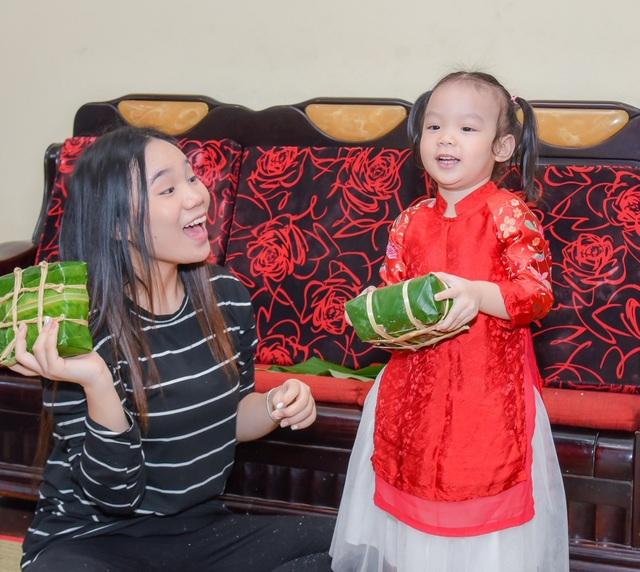 Hai cô con gái Trịnh Kim Chi rất yêu thương và gắn bó với nhau.