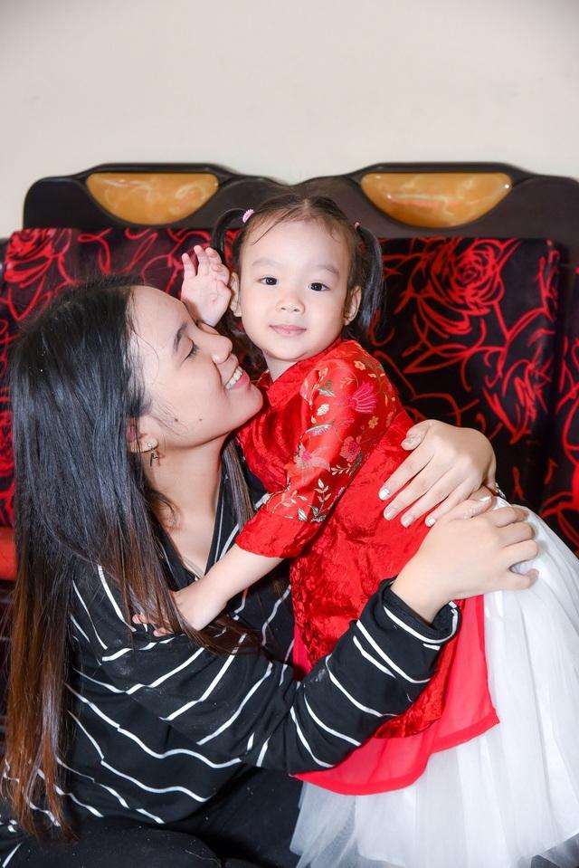 Còn cô công chúa nhỏ ngày càng đáng yêu, xinh xắn là niềm vui mỗi ngày của Trịnh Kim Chi sau những công việc bận rộn thường ngày.