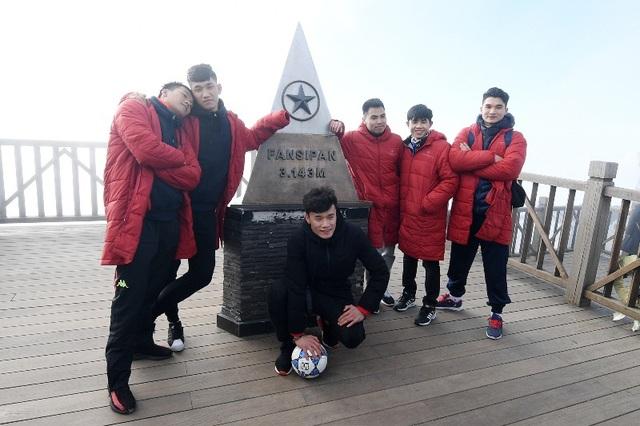 Những khoảnh khắc không thể nào quên của U23 Việt Nam tại đỉnh thiêng Fansipan - 5