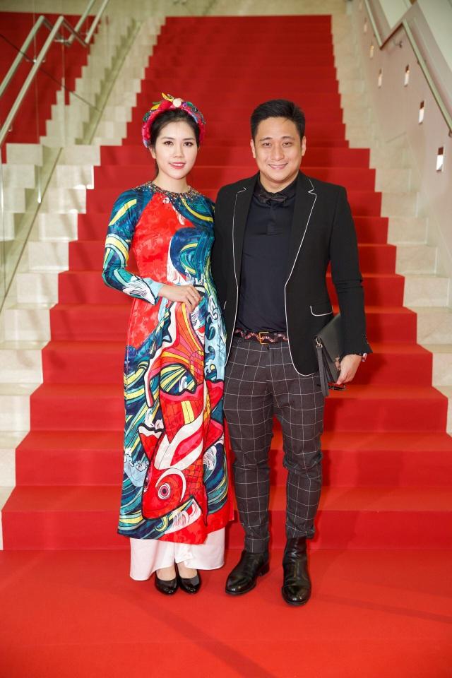 Thời gian gần đây, vợ chồng Minh Tiệp rất hay được mời tham dự các sự kiện lớn tại nước ngoài và gần đây nhất, vợ chồng anh đã tham dự sự kiện quy tụ rất nhiều nghệ sĩ châu Á tại Singapore.