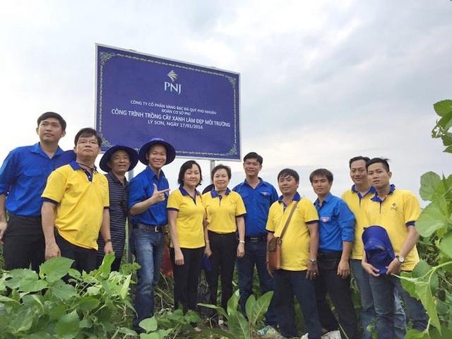 Hoạt động trồng 100 cây bàng của PNJ trên đảo Lý Sơn trong năm 2016