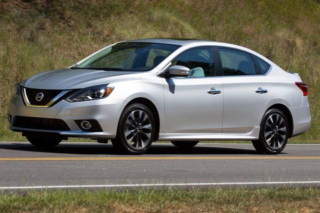 10. Nissan Sentra (doanh số: 310.769 xe)