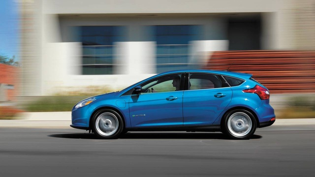 4. Ford Focus (doanh số: 660.099 xe)