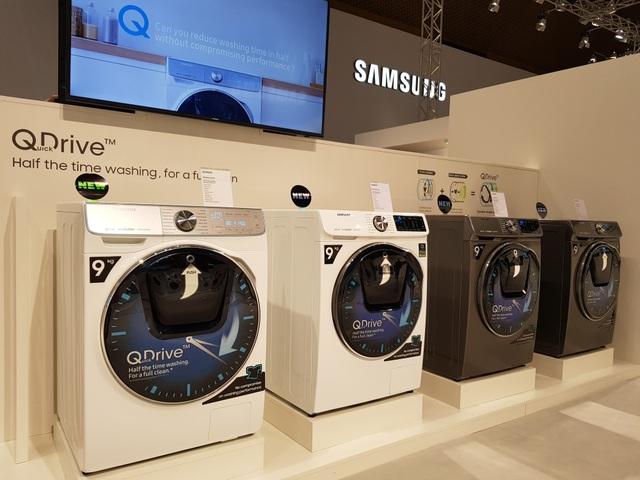 Máy giặt dùng công nghệ Quick Drive giúp tiết kiệm thời lượng giặt giũ cho các bà nội trợ.