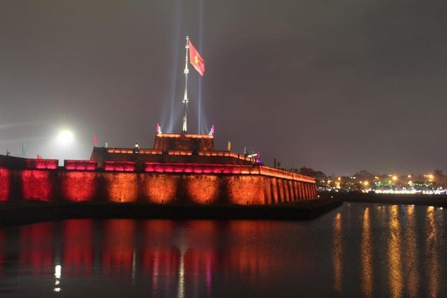 Thắp sáng nghệ thuật Kỳ Đài trước quảng trường Ngọ Môn - 3