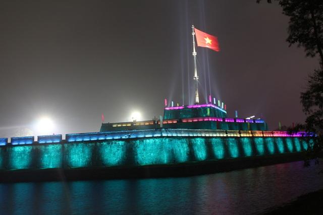 Thắp sáng nghệ thuật Kỳ Đài trước quảng trường Ngọ Môn - 4