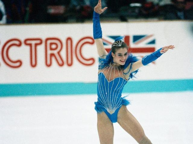 Bộ trang phục gây tranh cãi của vận động viên người Đức Katarina Witt tại Olympic Mùa đông 1988.