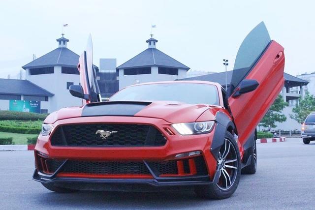Chiếc Mustang phiên bản độ này nhìn bề ngoài càng trở nên hầm hố, chẳng khác nào những chiếc xe đua siêu sang hiện đại nào khác trên thế giới.
