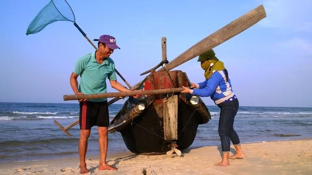 Ngư dân thôn Cang Gián, xã Trung Giang, Gio Linh chuẩn bị ra khơi