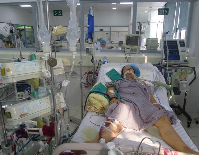 Gia đình chị Khuyên đã bán nhà nhưng cũng chỉ đủ tiền điều trị trong 10 ngày qua.