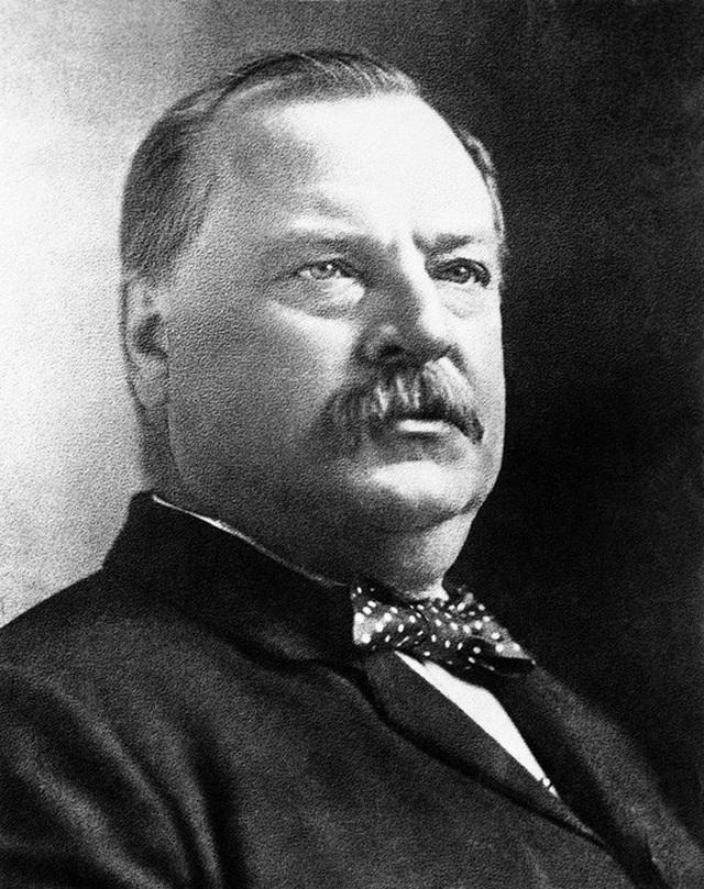 Tổng thống Grover Cleveland hồi tháng 8-1892, gần 1 năm trước khi trải qua cuộc phẫu thuật bí mật. Ảnh: AP