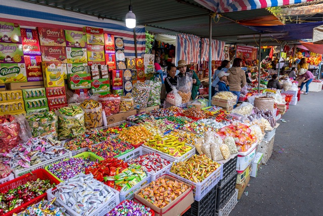 Chợ Hội An ngập tràn sắc Tết