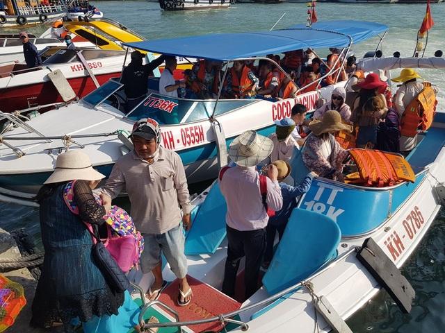 Nha Trang: Bến tàu du lịch đông nghịt khách ngày giáp Tết - 6