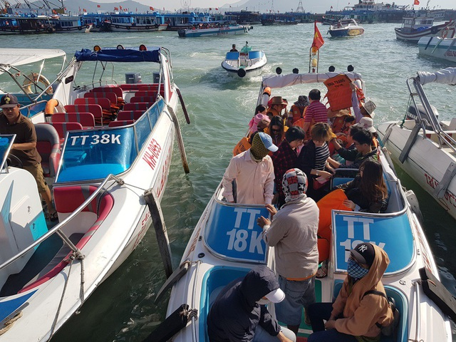 Nha Trang: Bến tàu du lịch đông nghịt khách ngày giáp Tết - 7