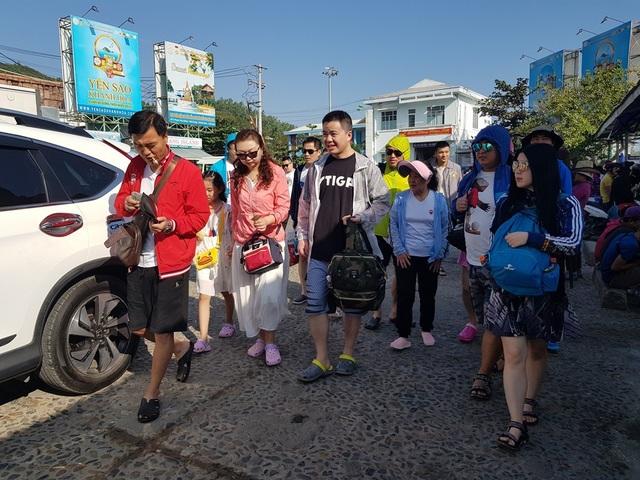 Nha Trang: Bến tàu du lịch đông nghịt khách ngày giáp Tết - 9
